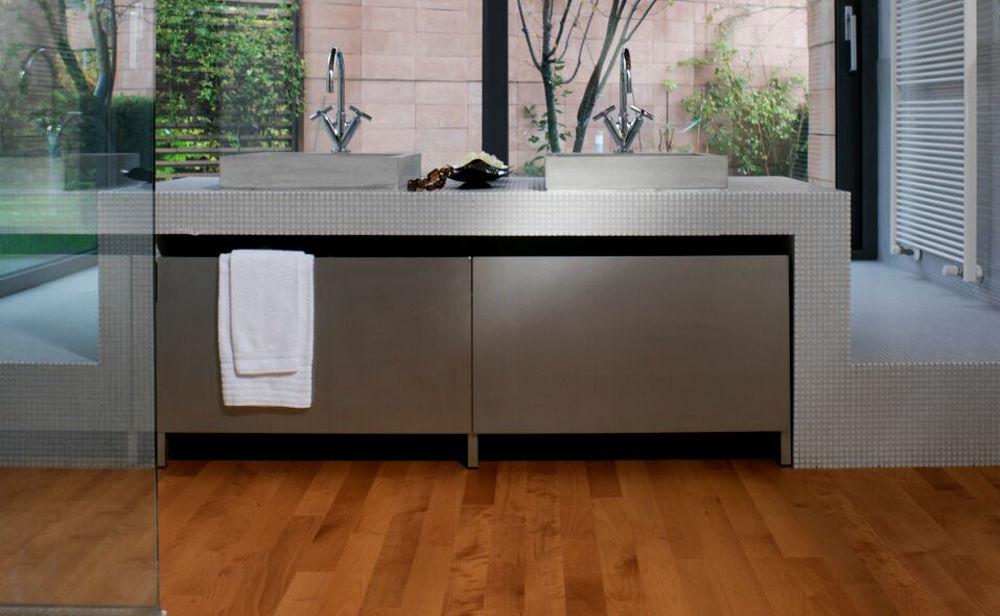 pavimento-legno-interno-bagno-resistente_1 [©GAZZOTTI] aria-label=