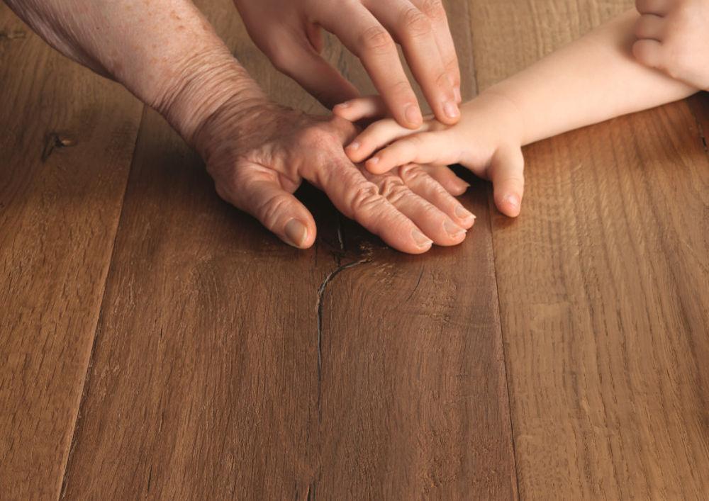 pavimento-legno-interno-dettaglio-lifemonet [©GAZZOTTI] aria-label=
