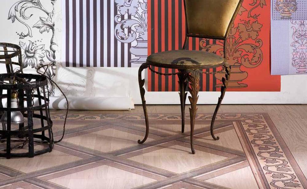 pavimento-legno-interno-tappeto-intreccio-artistico_1 [©GAZZOTTI] aria-label=