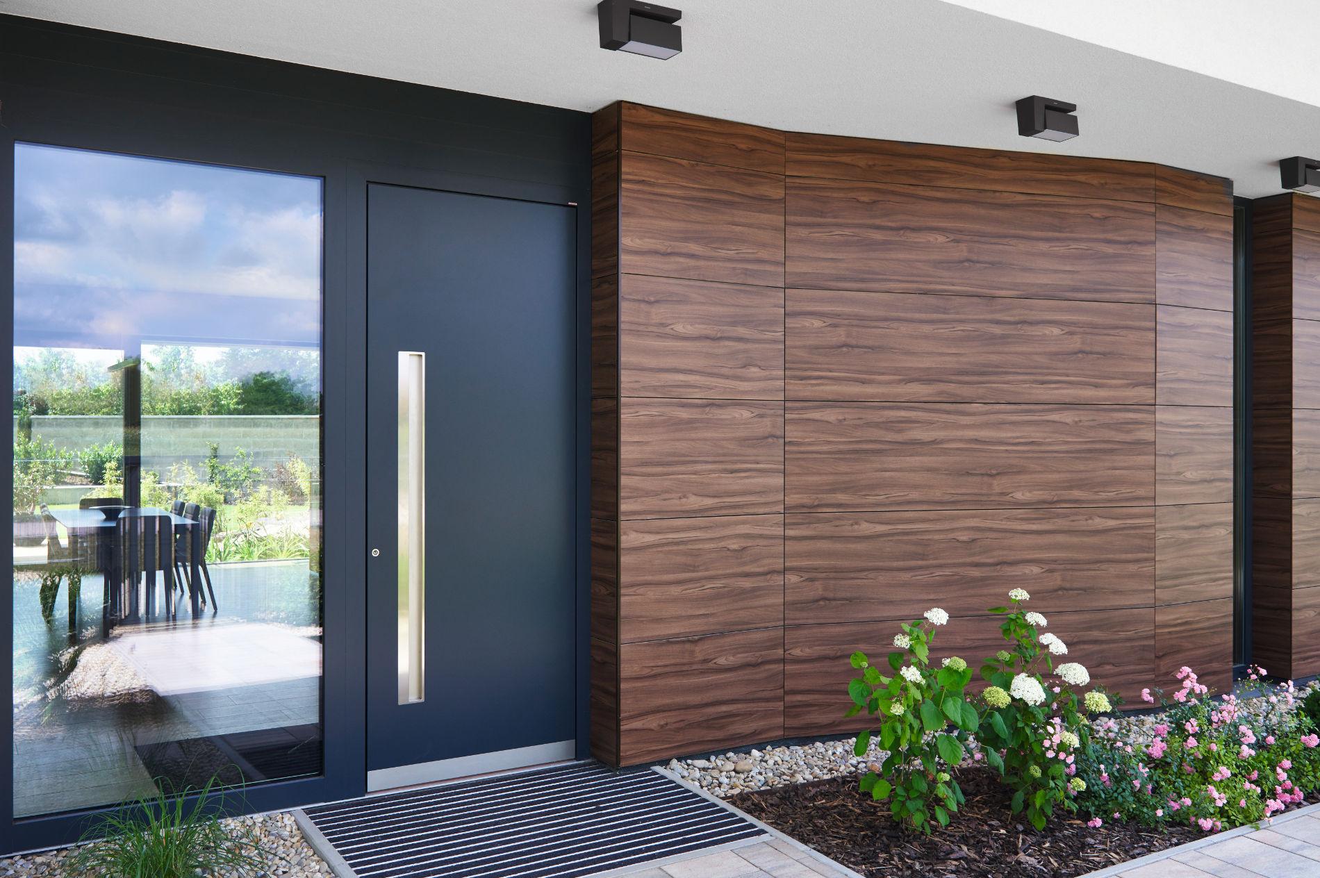 porta-blindata-ingresso-Internorm-alluminio-modello-AT410_1 [©INTERNORM] aria-label=