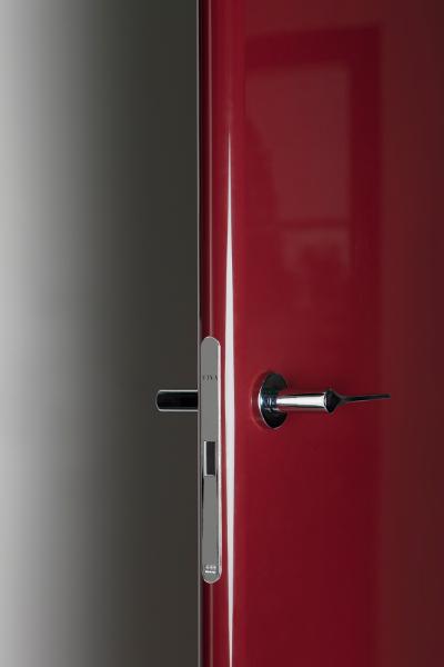 porta-interna-VivaPorte-dettaglio-serratura-modello-BreraBordeau [©VIVA] aria-label=