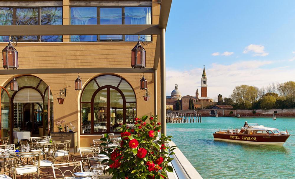 serramenti-finestre-legno-esterno-Cipriani-Venezia-campesato_2 [©CAMPESATO] aria-label=