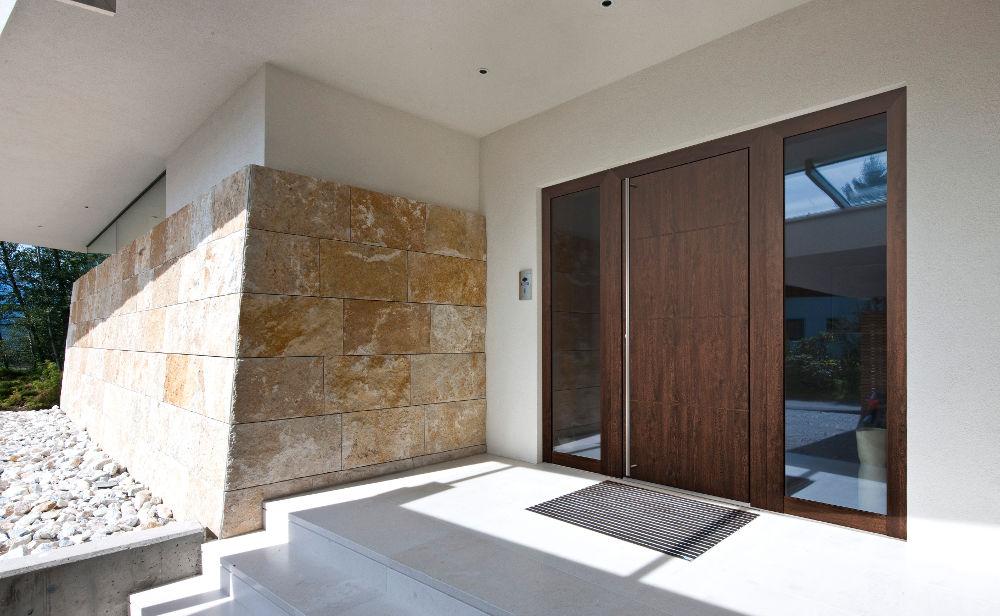 portoncino-ingresso-legno-Internorm-modello-HT410 [©INTERNORM] aria-label=